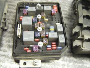 08 IMPALA FUSE BOX UNDER HOOD COMMAND CENTER 1 CHEVROLET PART 10956 , 646GM1Q08