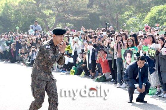 2pm, 2pm profile, 2pm members, 2pm facts, 2pm age, 2pm ok taecyeon, ok taecyeon, ok taecyeon facts, ok taecyeon height, military, kpop idol, kpop idol military