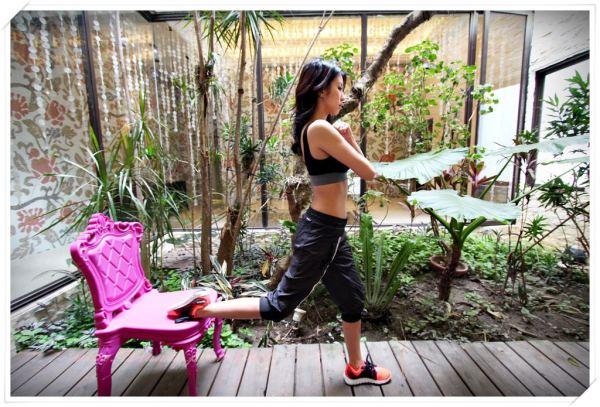 <塑身>在家做運動!一張椅子就能做的4種核心運動教學。Andria。