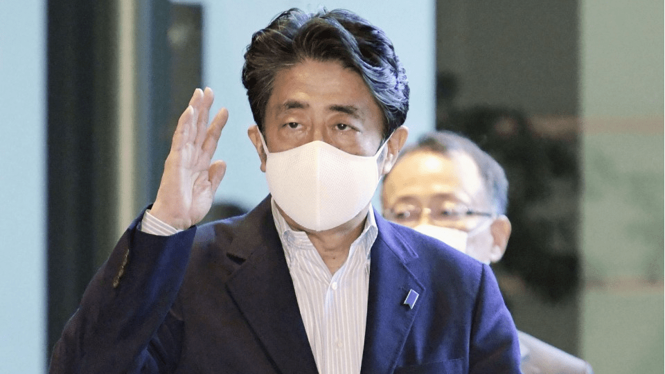 Abe stops wearing government-sponsored masks