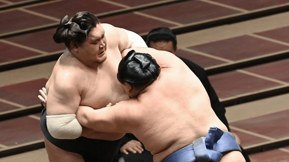 Sumo: The first generation, Teruyoshi, will perform a big mess on the second day.