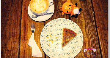 宜蘭羅東|Amy's cafe愛蜜絲。香蕉焦糖翻跟斗好好吃♥甜點和飲品都很優的用心好咖啡店,就在麵魂家旁邊(不限時/無限wifi/插座/免服務費)
