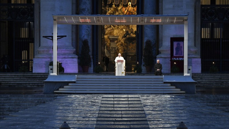"""Coronavirus, Papa Francesco: """"Signore, non lasciarci in balia della  tempesta"""""""