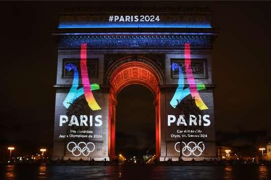 L'Arc de Triomphe aux couleurs de Paris 2024, le 9 février.