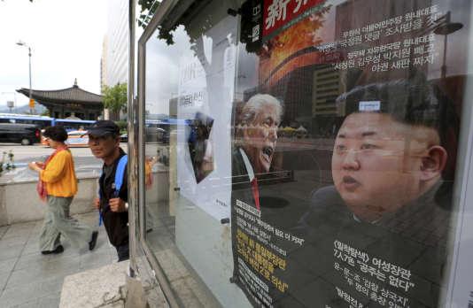 Donald Trump et Kim Jong-un sur une affiche, à Séoul, en Corée du Sud.