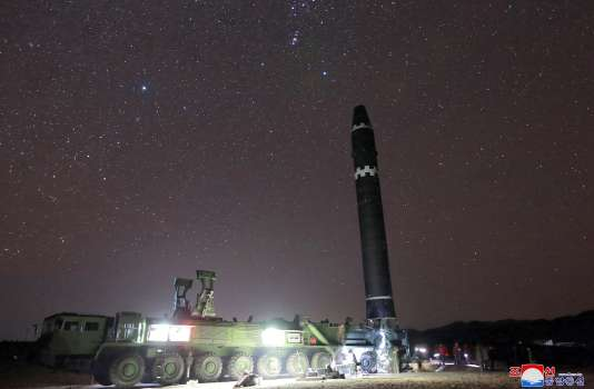 Image diffusée le 29 novembre par l'agence d'information officielle nord-coréenne d'un missile Hwasong-15.