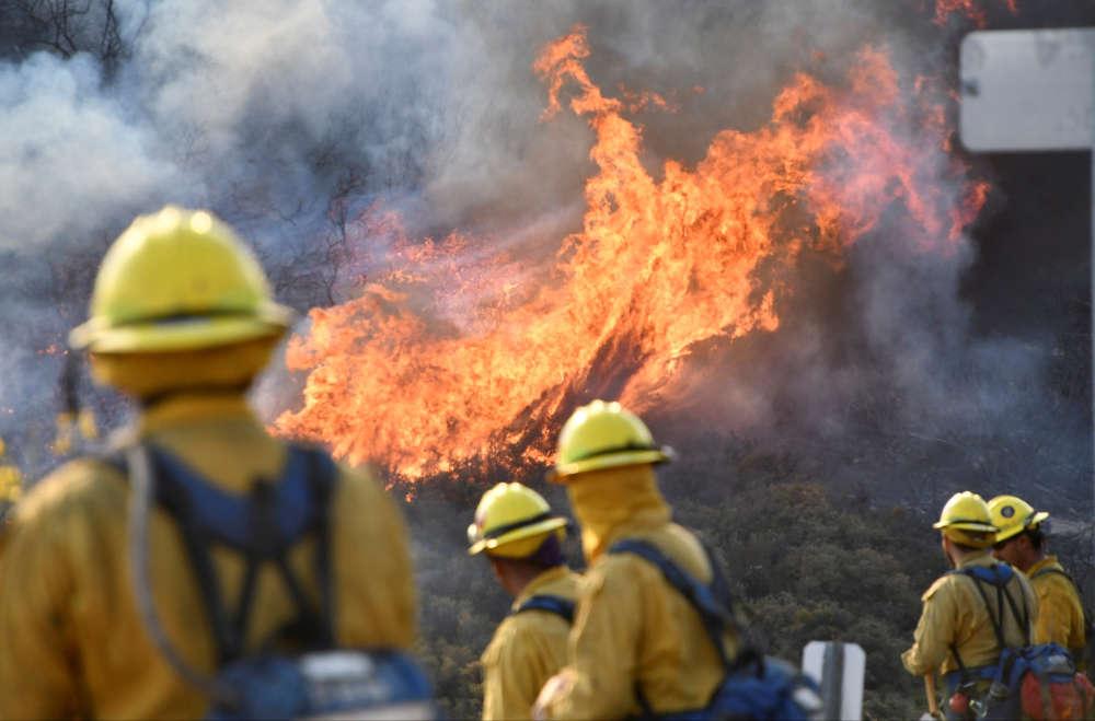 Sur le flanc nord de l'incendie Thomas, à Ojai, le 9 décembre. C'est l'un des 20 plus gros incendies dans l'histoire de la Californie, selon l'ONG Climate Nexus.