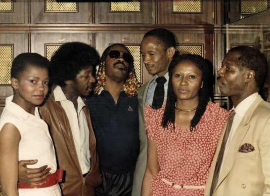 N'Diaye Kane etStevie Wonder (au centre) lors d'une soirée au Keur Samba.