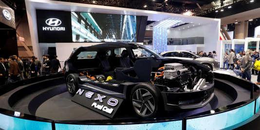 La Nexo présentée par Hyundai roule grâce à une pile à combustible utilisant de l'hydrogène.