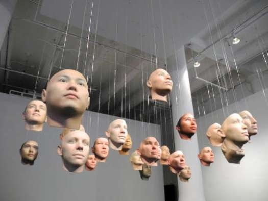 « Probably Chelsea », installation d'Heather Dewey-Hagborg à la Fridman Gallery, à New York, en août 2017.