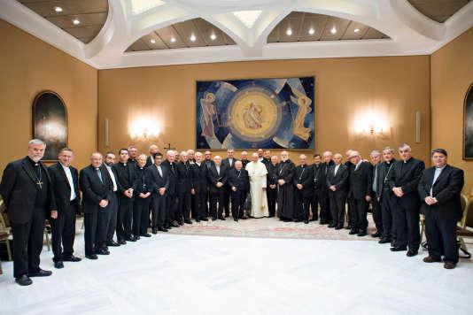 Après avoir reçu trois victimes d'un prêtre pédophile chilien, le pape François poursuit ses entretiens avec les évêques chiliens afin d'échanger sur les scandales d'abus sexuels commis par des membres du clergé, le 17 mai 2018.
