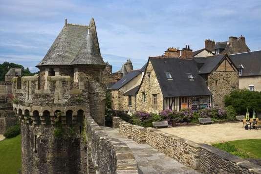 Maisons et remparts de la ville de Fougères, en Ille-et-Vilaine.