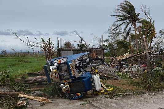 Les dégâts causés par le passage du typhon Mangkhut dans la ville d'Alcala, dans la province de Cagayan, aux Philippines, le 15 septembre.