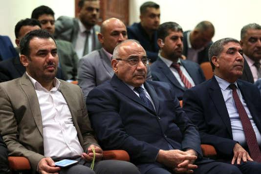 Le nouveau premier ministre,Adel Abdoul Mahdi (au centre), le 2 octobre au Parlement irakien, à Bagdad.