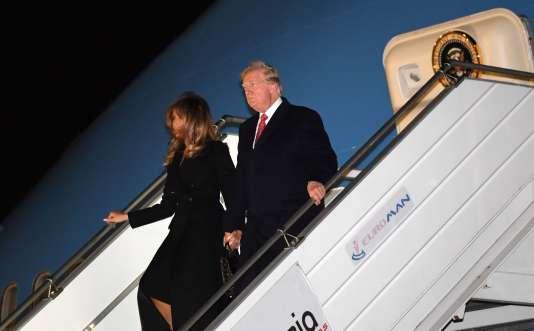 Donald et Melania Trump à la sortie de l'Air Force One à l'aéroport international d'Orly, près de Paris.