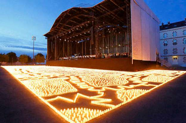 """Commemoration concert of the centenary of the First World War, """"The Lights of Peace"""", by the Catalan artist Muma, in Melun, launched at the initiative of the departmental council of Seine et Marne."""