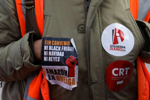 An Amazon employee on strike in front of the San Fernando de Henares center, near Madrid, on 23 November.