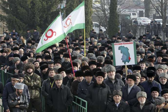 Thousands of Ingush have been demonstrating for several weeks (here November 27) in Magas, their capital, which feel offended by the route between their region and neighboring Chechnya.