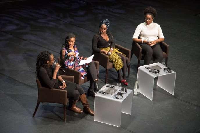 De gauche à droite : Mame-Fatou Niang, documentariste etprofesseure à l'université Carnegie-Mellon de Pittsburgh; Coumba Kane, journaliste au« Monde Afrique»;Chayet Chiénin, auteure du magazine en ligne« Nothing But the Wax»; et l'écrivaine Laura Nsafou.
