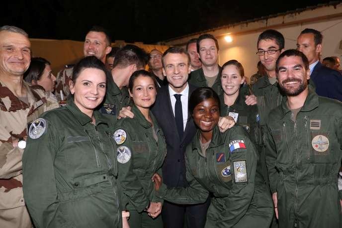 Emmanuel Macron venu fêter Noël avec des soldats de la force Barkhane, à N'Djamena, le 22 décembre.
