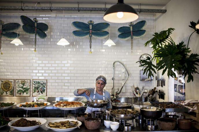 Le restaurant communautaire Tawlet honore la cuisine domestique du Liban.