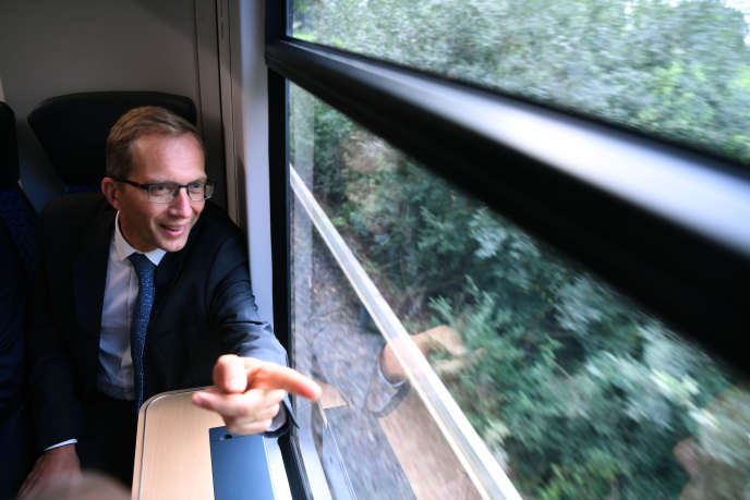 Alstom CEO Henri Poupart-Lafarge on board the first hydrogen train of the group at Bremervörde (Lower Saxony, Germany) in September 2018.