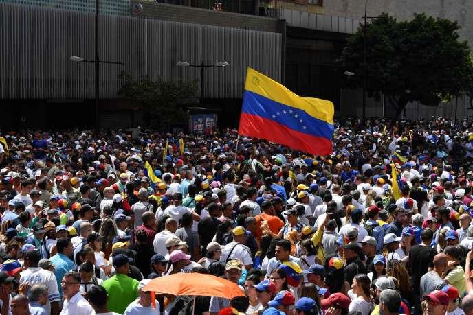 Plusieurs centaines de milliers de manifestants défilaient dans le pays pour demander le départ du président Nicolas Maduro.
