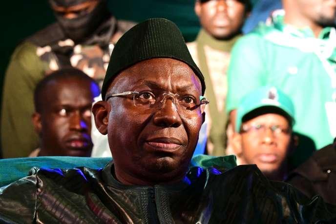 Issa Sall, candidat du Parti de l'unite et du rassemblement (PUR) pour l'élection présidentielle de 2019. Ici, en campagne dans la banlieue de Dakar, le 3 février.