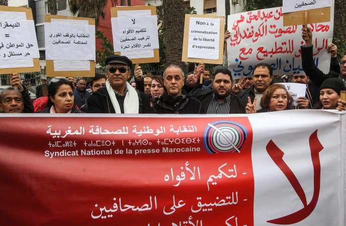 Le 25 janvier 2018, à Rabat, une manifestation avait déjà eu lieu pour soutenir les quatre journalistes accusés d'avoir publié, fin 2016, des extraits de débats d'une commission d'enquête parlementaire consacrés au déficit de la Caisse marocaine des retraites.