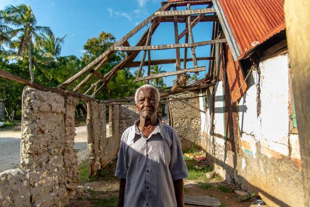 Monsite Larraque, 68 ans, dont la maison, sur l'Ile-à-Vache, a été démolie pour faire place à une route.
