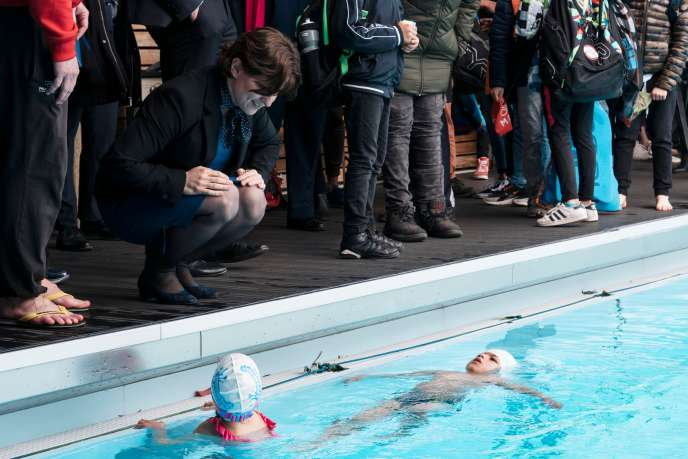 Roxana Maracineanu (left) at the inauguration of a plaque bearing her name at the Olympic swimming pool in Mulhouse, where the former champion used to come to train on April 12, 2019.