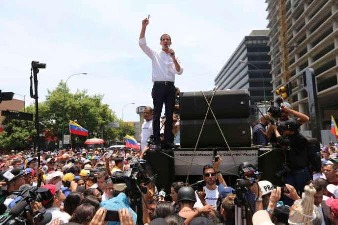 Lors du discours de Juan Guaido,président autoproclamé par intérim, à Caracas, mercredi 1er mai.