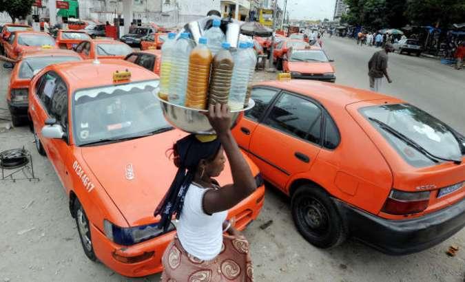 Des taxis à Abidjan, en Côte d'Ivoire, lors d'une grève des conducteurs, en juillet 2008.