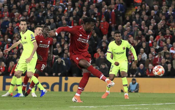 L'attaquant Divock Origi inscrit le quatrième but de Liverpool, synonyme dequalification contre Barcelone en demi-finale retour de Ligue des champions, le 7mai à Anfield, le stade des Reds.