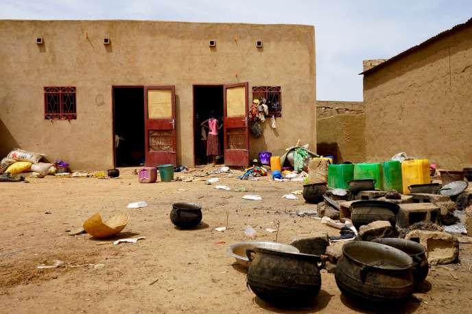 Selon les autorités burkinabées, plus de 1500 personnes déplacées par des violences dans le nord du pays sont arrivées à Ouagadougou depuis le 7 juin 2019. Ces réfugiés de l'intérieur s'installent où ils peuvent, notamment dans les écoles.