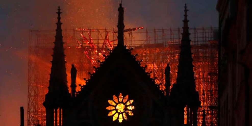 La cathédrale Notre-Dame de Paris, au soir du 15 avril.