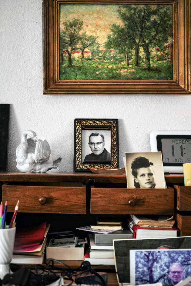 Dans l'appartement genevois de Noëlla Rouget, son portrait, alors qu'elle est âgée de 20 ans, côtoie celui de son frère Georges.