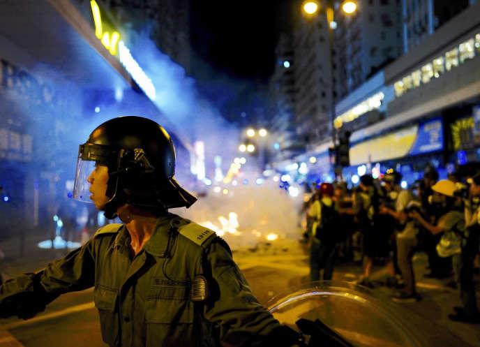Policías antidisturbios durante una manifestación en Hong Kong, el 6 de septiembre.
