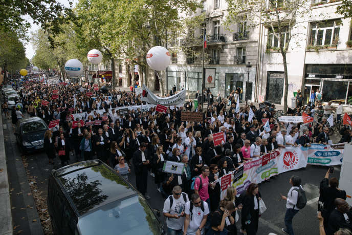 """Demonstration against the pension reform on September 16, 2019 in Paris. Lawyers, doctors and paramedics, pilots, hostesses and stewards took to the streets to defend their """"autonomous retirement plans"""" against the """"universal system"""" wanted by the government."""