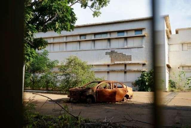 L'ancienne Assemblée nationale, brûlée par des manifestants lors de la révolte burkinabée de 2014, et depuis laissée à l'abandon.
