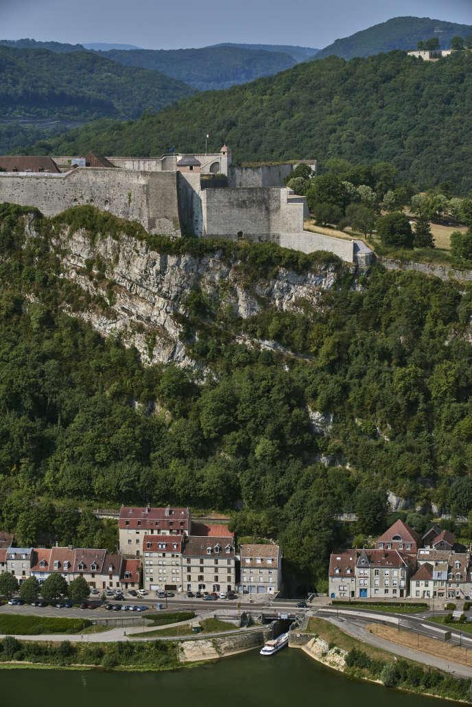 L'entrée du tunnel sous la citadelle du Canal du Rhône au Rhin à Besançon.