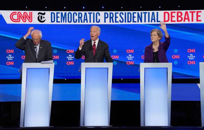 Les candidats démocrates Bernie Sanders, Joe Biden et Elizabeth Warren lors du débat télévisé à Westerville, Ohio, le 15 octobre.