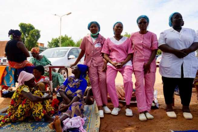 Le 10 octobre 2019, une centaine d'agents de santé manifestait à l'hôpital Yalgado-Ouédraogo, à Ouagadougou, pour dénoncer leurs conditions de travail.