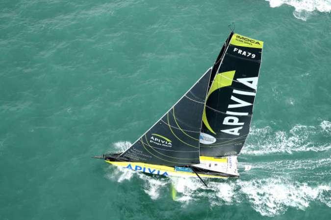 « Apivia», monocoque à foils skippé par le duoCharlie Dalin-Yann Eliès, le 27 octobre, peu de temps après le départ du Havre.