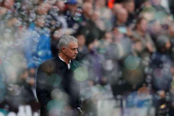 José Mourinho et les bulles du stade de West Ham, samedi 23 novembre, à Londres.