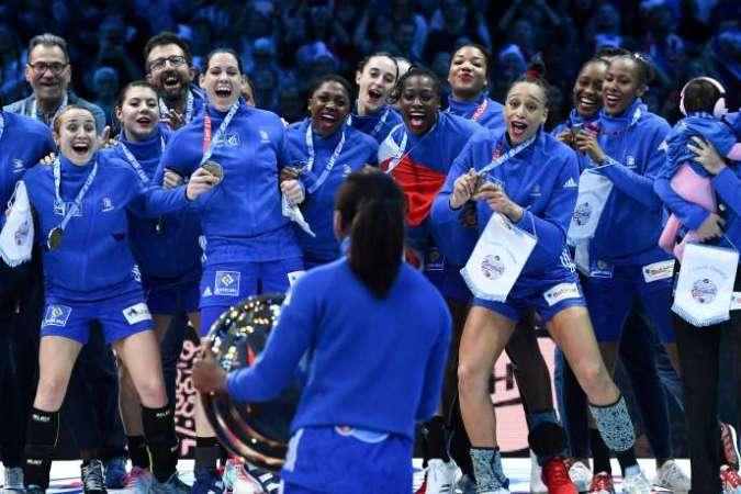 Les Françaises, qui sont championnes du monde sortantes, sont également championnes d'Europe, titre conquis en décembre 2018, à Paris.