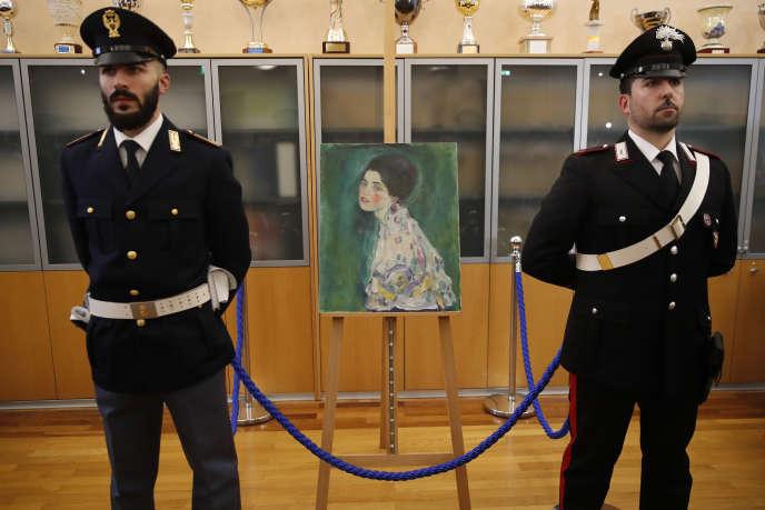 Italiana agenti di polizia per mantenere il