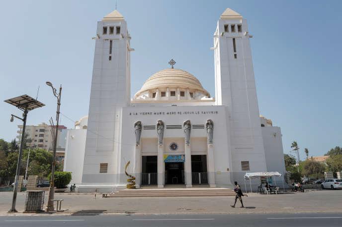 Devant la cathédrale fermée de Notre-Dame-des-Victoires, à Dakar, le 22 mars 2020.