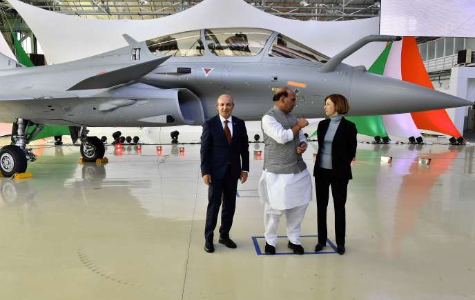 Indian Defense Minister Rajnath Singh (center) with French Defense Minister Florence Parly (right) and Eric Trappier, CEO of Dassault Aviation, pose together during the delivery of the first Rafale to India, October 8, 2019, in Mérignac (Gironde).