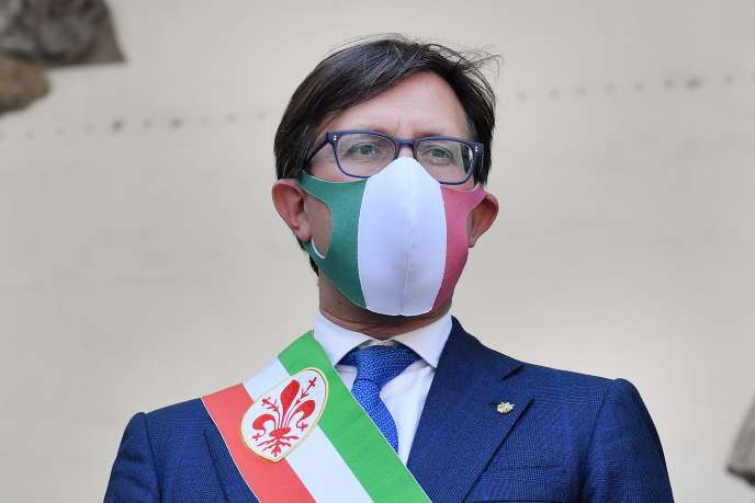 Dario Nardella, sindaco di Firenze, durante la riapertura della Galleria degli Uffizi, il 2 giugno 2020.